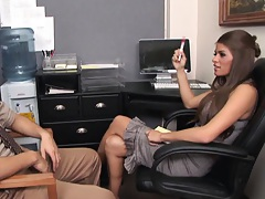 Madelyn penetrates the bosses office for evidence