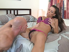 Sexy babe gets her pussy sucked up and fingered