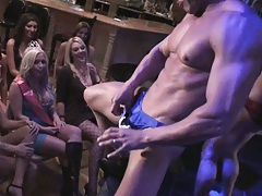 Chicks watch how this dude shakes his cock in face