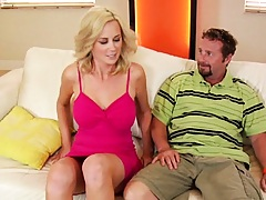 Dude pics up a hot milf on the internet