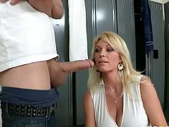Hot milf blowjob in the lockeroom