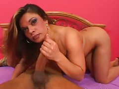 Blowjob and fingering wet grooling pussy on Isabella
