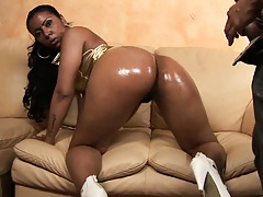Black hottie sucks and deepthroats