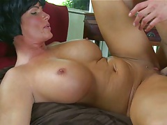 Dude quickly pulls out to ejaculate in milfs mouth