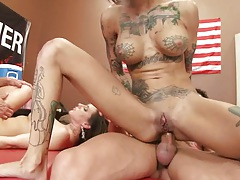 Reverse cowgirl anal sex with Rachel RoXXX and Bonnie Rotten