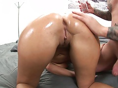 Nice oiled up ass Veronica Rayne blowjob and sits on face