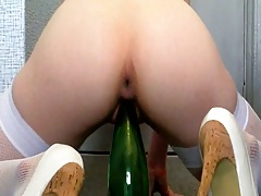Teen fucking a bottle and sitting on it