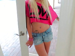 Blonde chick on cumfiesta
