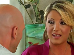 Milf Holly Tyler with pierced nipples goes for oil massage